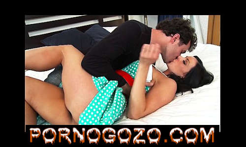 A mãe solitária Kendra Lust é seduzida por um amigo de seu filho novo PornoGozo