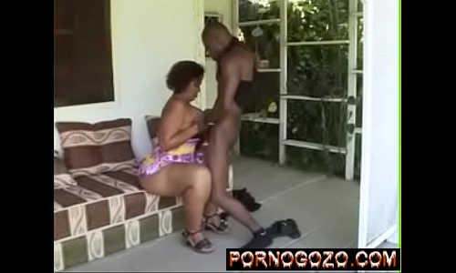 Amadoras brasileiras coroas chupando e metendo no primeiro video porno