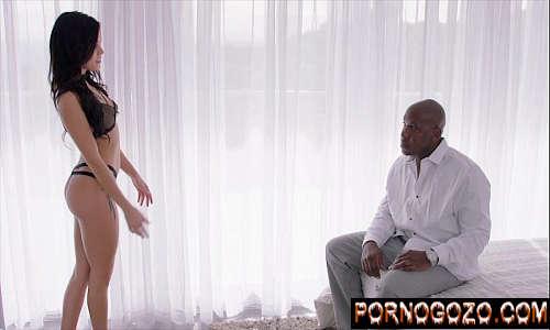 Assistir vídeo pornográfico grátis moreninha de lingerie preta provocando negão pra foda