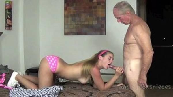 Avô judiando de tesão da netinha novinha loirinha em um sexo gostoso