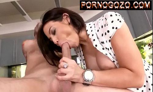 Beeg porno de velha enxuta linda transando com menino de 18 após chupada forte no pau grande
