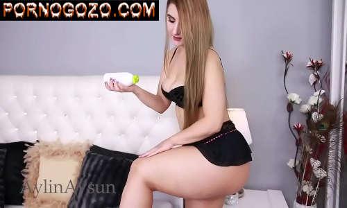 Branquinha mãe linda novinha mostrando o corpo sexy na frente da cam