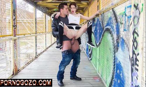 Casal jovem putinhos de rua fazendo sexo em publico gostosão