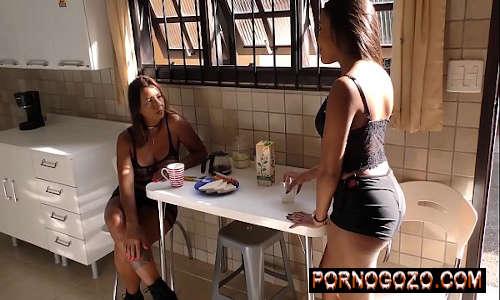 Causos de Família Tia gostosa brasileira Vs sobrinha rabuda metedeira PornoGozo