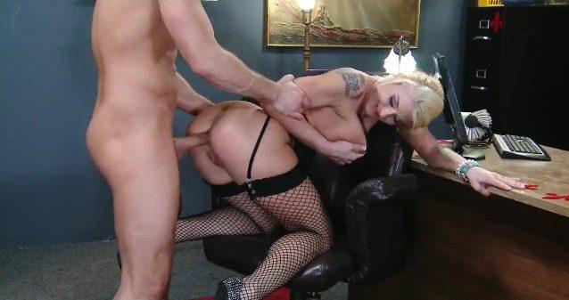Comendo a secretária loira gostosa super submissa pro sexo gostoso