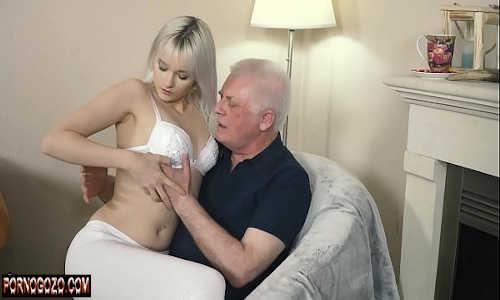 Contos eróticos sogro recebe sentada no colo da loirinha e não resistiu
