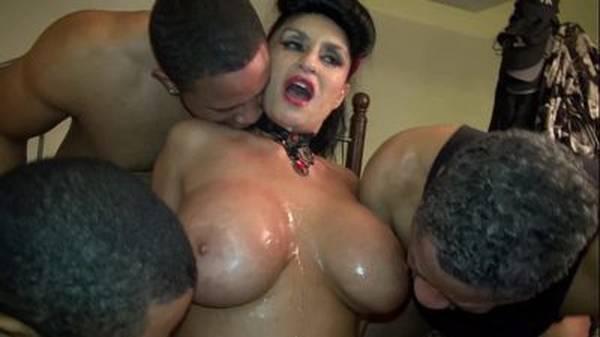 Coroa gostosa peituda rica fode com vários homens no fetiche