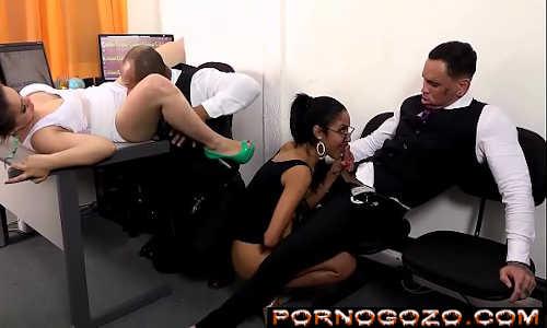 Empregadas brasileiras gostosas fazendo putaria no escritório