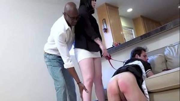 Esposa botou lingerie de empregada no marido e fodeu com negão