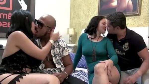Esposas safadas brasileiras gostosas fazendo troca de casal