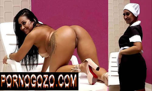 Festinha na casa do patrão acaba em suruba com a empregada gostosa brasileira oferecendo serviço completo PornoGozo