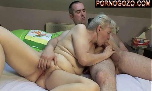 Filme de sexo amador macho alfa comendo a sogra loira na cama da mulher