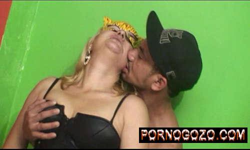 Filme porno com coroa loira brasileira da coisa grande fudendo muito pedreiro