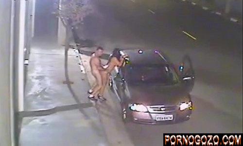 Flagras amadores reais Mulher fazendo sexo na rua com marido fora do carro