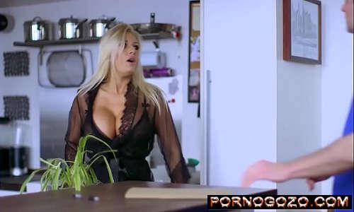 Fodendo o homem invisível Michelle Thorne Milf loira gostosa peituda PornoGozo