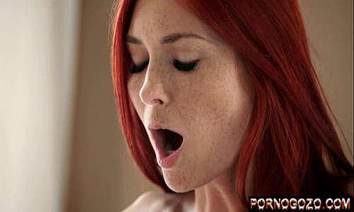 Garotão comendo a ruiva gostosinha patricinha no anal delicioso fazendo ela gemer com jeito