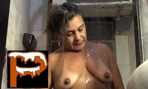 Genro comendo a sogra brasileira morena madura de marquinha debaixo do chuveiro com água quente e prazer