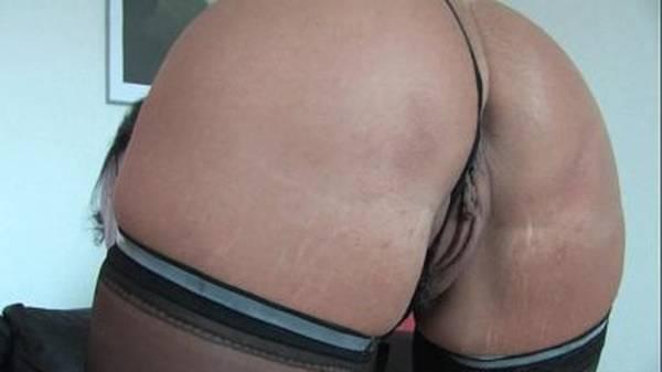 Gordelícia madura amadora exibindo o cú apertadinho na webcam