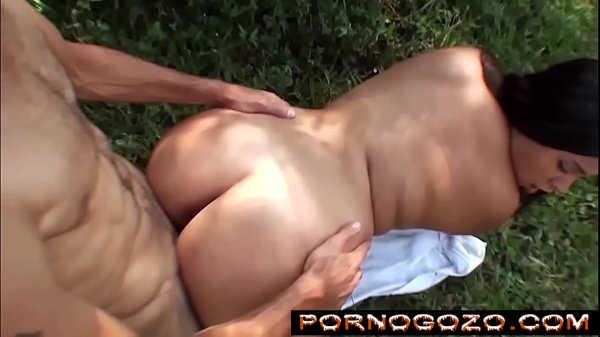 Gordinha gostosa brasileirinha devorando magrinho no matinho na foda