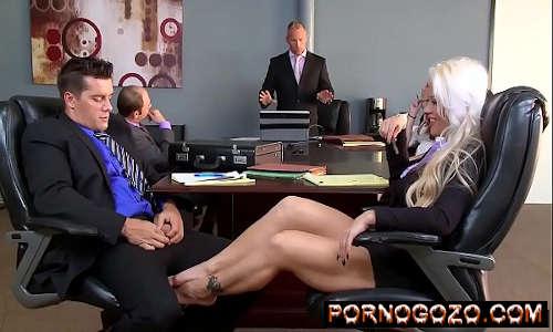 Holly Heart Ramon O Encontro da loira gostosa com sexo no escritório Porno Gozo