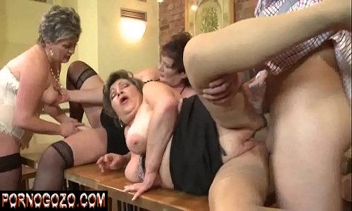 Homem jovem fazendo sexo com velhinhas gordas putas e ricas