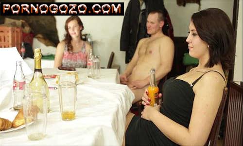 Homens e mulheres fazendo sexo em uma super suruba com estilo PornoGozo
