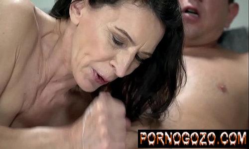 Idosas porno puta velha com o netinho que se masturba todas as noites aprendendo a lição de gozar gostoso