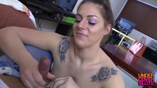 Irmã novinha branquinha gordinha na putaria por dinheiro com seu mano