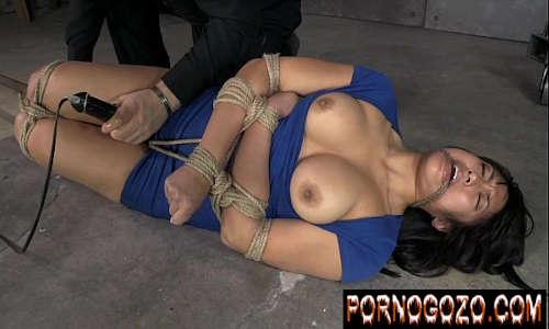 Japonesa amarrada no bondage