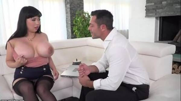 Japonesa peituda gostosa pra caralho fazendo anal com amante