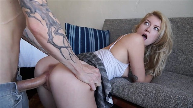 Lésbica novinha dando de sainha sem calcinha pro irmão mais velho