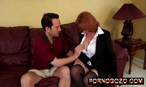 Madura Ruiva fazendo porno gostoso com o vizinho após provocar o sortudo
