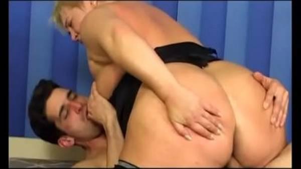 Magrinho metendo com força na sogra gorda de lingerie
