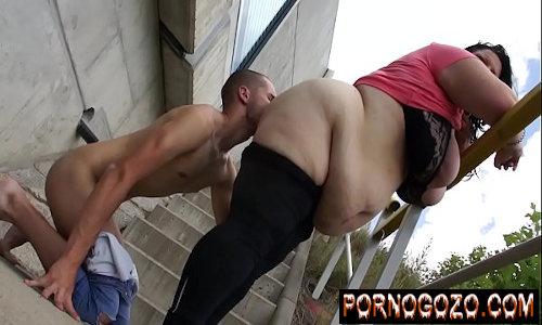 Magrinho novinho fazendo sexo com mulher obesa madura que acabou com ele de tesão