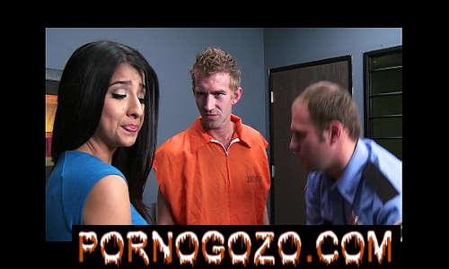 Megan Salinas dá uma visita conjugal a um grande britânico idiota pau grande PornoGozo