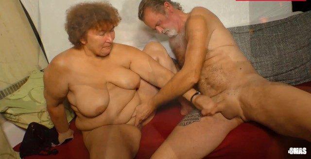 Metendo e gozando gostoso com minha sogra gorda vagabunda