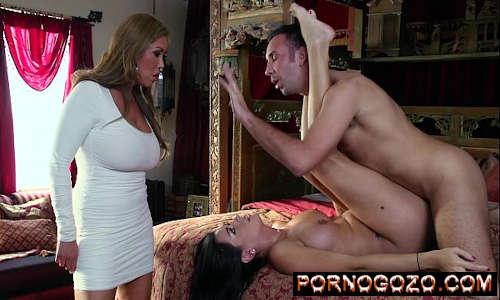 Milf gostosa de vestido coladinho rouba o homem da enteada pra foder forte PornoGozo