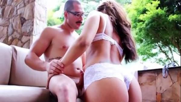 Morena de lingerie brasileira rabuda fudendo com corretor casado