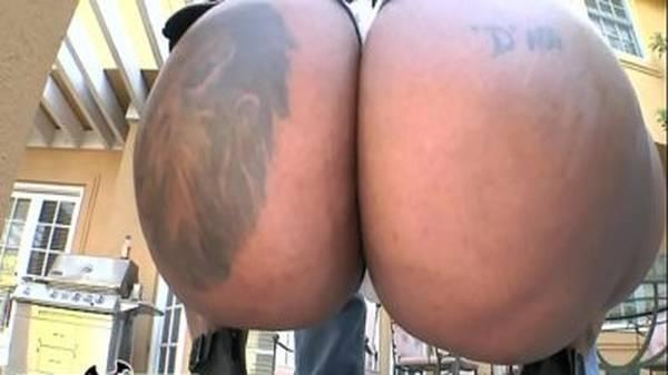 Negra cavala bunda gostosa enorme e buceta pequena fudendo loucamente