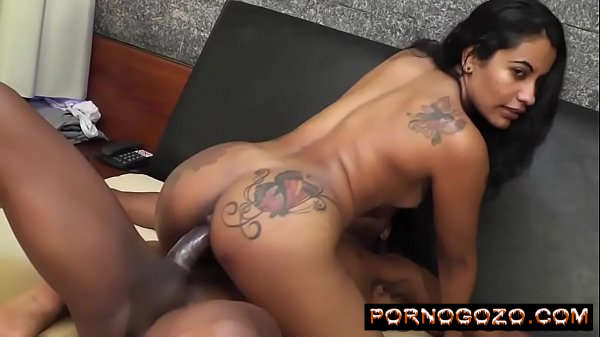Novinha moreninha brasileira cuzuda e peituda gozando muito na pica