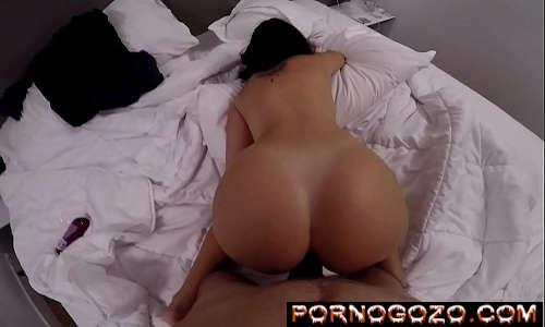 Novinha no sexo anal fodendo de quatro da bunda grande gostosona
