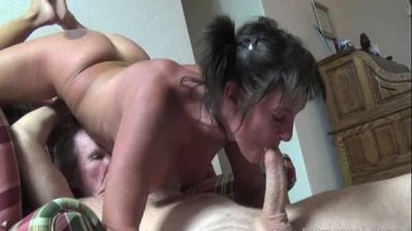 Novinha puta faz 69 com velho do pau grande até toma porra na boca
