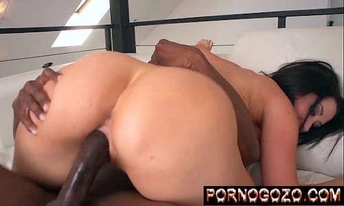 Porno com mulher peituda gostosa fudendo com força com negão da pica grande
