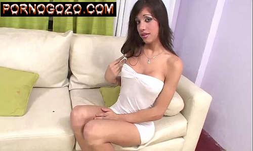 Porno de travesti cara de menina da roça de vestidinho branco dando o cu gostoso