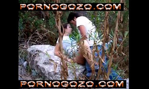 Porno gratis novinhas safadas amadoras dando uma rapidinha deliciosa no meio do mato
