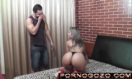 Porno nacional com ninfeta gata brasileira loira gostosa seduzindo mecânico
