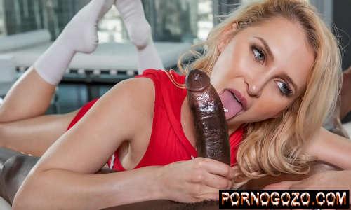 Pornografia h loirinha de olhos azuis mamando negão dotadão e metendo muito