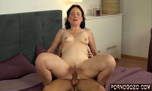 Portal porno com madura gemendo gostoso na pica do sobrinho na cama do corno