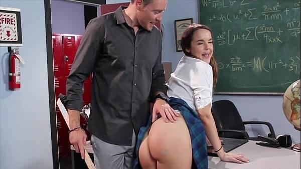 Professor bate de régua na bunda da aluna putinha indisciplinada e da pau na buceta