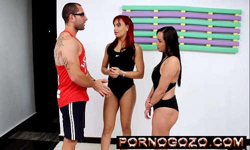Professor de ginástica Fazendo sexo com dupla de gostosas brasileiras vadias da academia